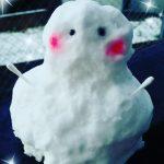 積雪の日に現れた「雪だるまのユキ子さん」です。/山口県下関市はすの実薬局